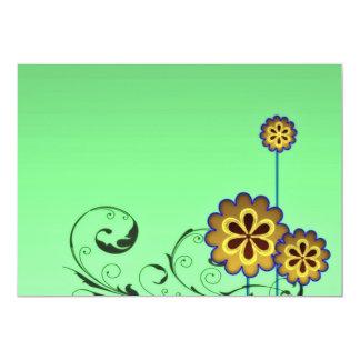 Flor acastanhada e redemoinhos esverdeados convite