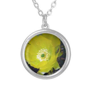 Flor amarela e significado do cacto colar personalizado