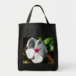 Flor branca com pingos de chuva sacola tote de mercado