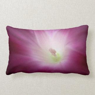 Flor branca roxa cor-de-rosa da corriola almofada lombar