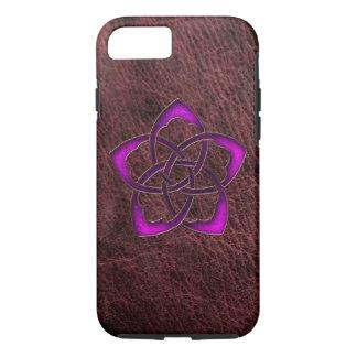 Flor celta roxa do fulgor místico no couro capa iPhone 7