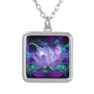 Flor de lótus roxa e seu significado colar com pendente quadrado