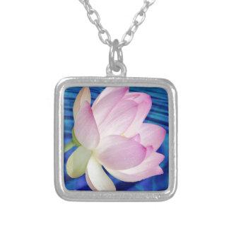 Flor e significado de Lotus delicada Colar Com Pendente Quadrado