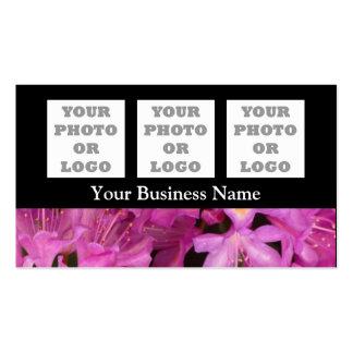 Flor floral cor-de-rosa bonito no preto cartão de visita
