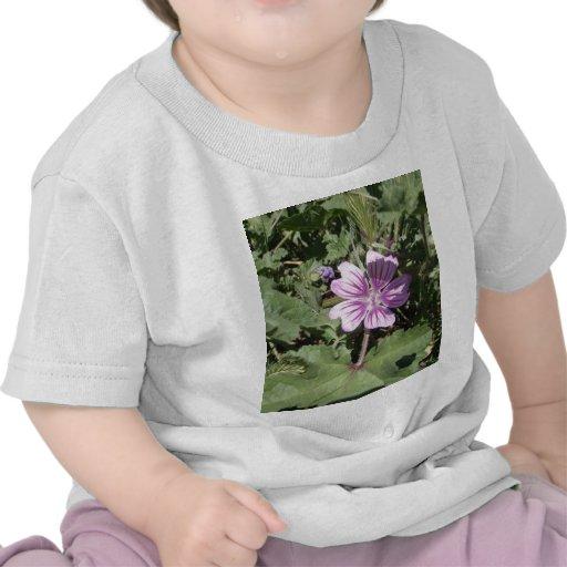 Flor selvagem roxa tshirts