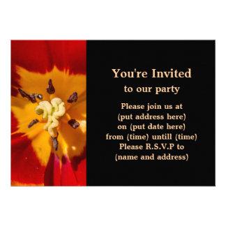Flor vermelha e amarela da tulipa convite personalizados
