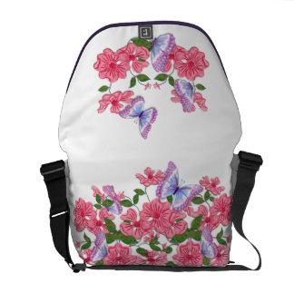 Floral rosado e borboletas bolsa mensageiro