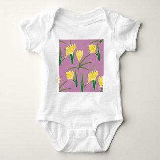 Flores amarelas do açafrão body para bebê