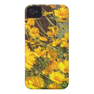 Flores amarelas felizes brilhantes em um grupo capinhas iPhone 4