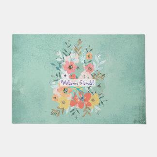 Flores bem-vindas dos amigos na esteira de porta tapete