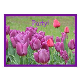 Flores bonitas das flores roxas das tulipas convite personalizado