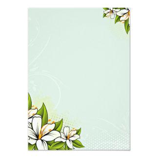 Flores brancas e folhas esverdeados convites