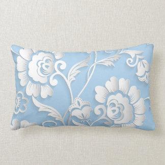 Flores brancas em azuis bebés almofada lombar