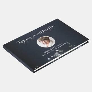 Flores brancas memoráveis da foto customizável livro de visitas
