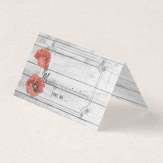 Flores brancas rústicas da papoila de madeira que