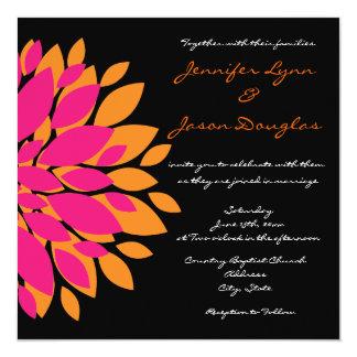 Flores cor-de-rosa e alaranjadas simples que convites personalizados