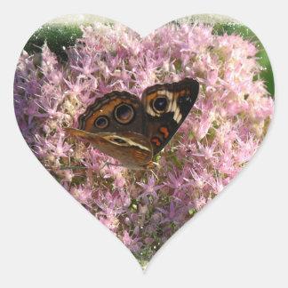 Flores cor-de-rosa e rua dada forma coração da adesivo coração