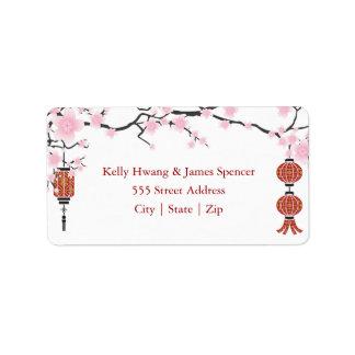 Flores de cerejeira & etiquetas vermelhas das