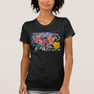 Flores de CMCarlson e camisa de veludo T