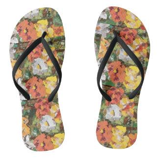 Flores de papel amarelas em chinelos magros da