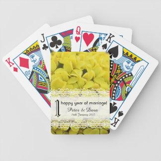 Flores de um amarelo do aniversário do ano jogos de baralhos