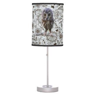 Flores e lâmpada da coruja
