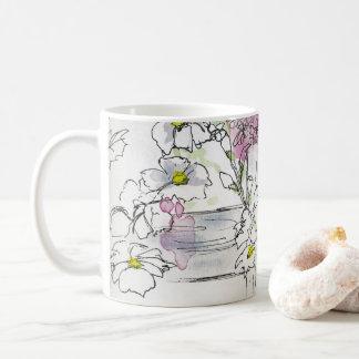 Flores na caneca de café das cercas de piquete