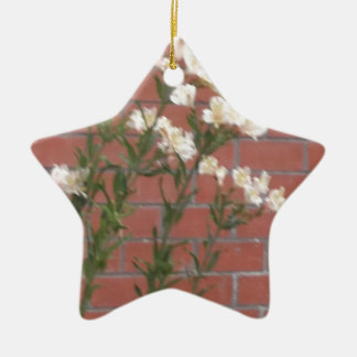 Flores no tijolo ornamento de cerâmica
