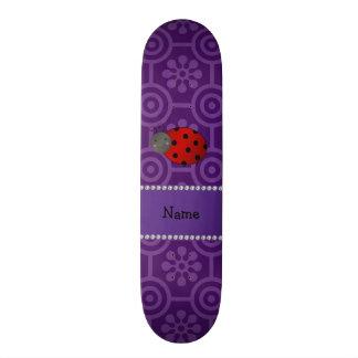 Flores retros roxas personalizadas do joaninha con skates personalizados