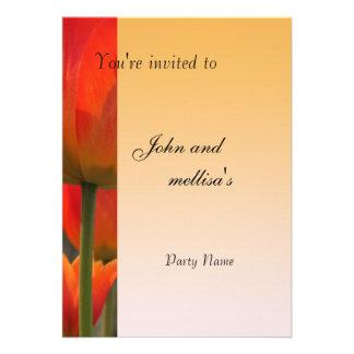 Flores vermelhas bonitas da tulipa convites