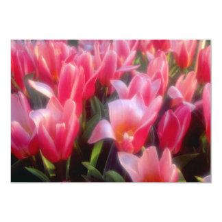 Flores vermelhas das tulipas do prazer do coração convites personalizado