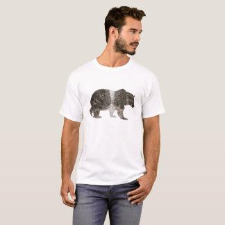 Floresta em um urso camiseta