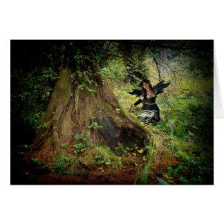 Floresta escura enigmático cartão de nota