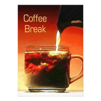 Fluindo o creme na ruptura de café