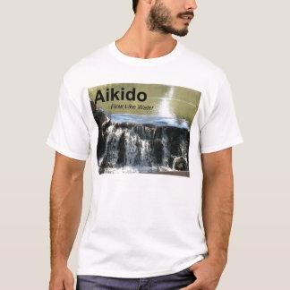 Fluxo do Aikido como o t-shirt da água (com kanji Camiseta