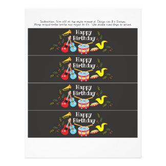 Flyer o feliz aniversario da etiqueta da garrafa de água