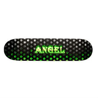Fogo do verde do skate do anjo e design das chamas