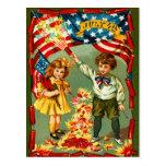Fogos-de-artifício e miúdos do vintage cartão postal