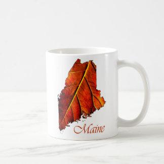 Folha colorida laranja do folhagem de outono de caneca de café