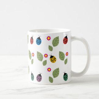 Folha e besouro caneca de café