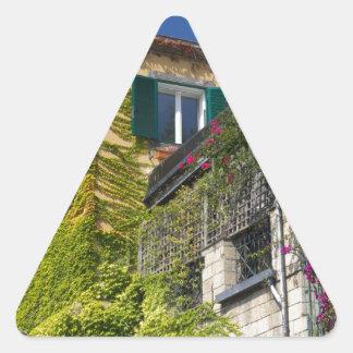 Folhas coloridas na casa adesivo triangular