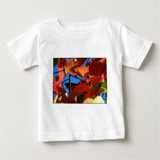 Folhas corajosas da queda camisetas