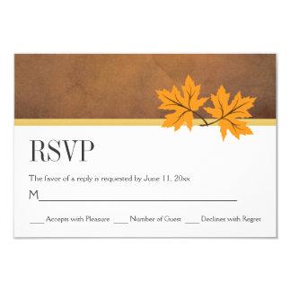 Folhas de bordo alaranjadas no casamento do papel convite 8.89 x 12.7cm