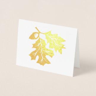 Folhas do carvalho e cartão dourados da folha da