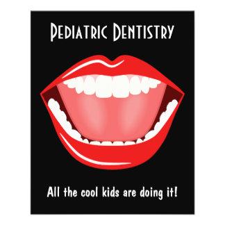 Folheto dental da odontologia pequena grande do