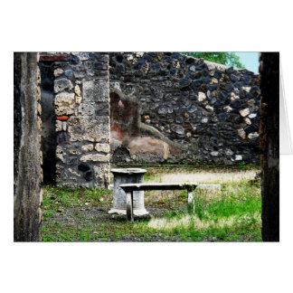 Fonte e banco do mármore do pátio de Pompeia Cartão Comemorativo