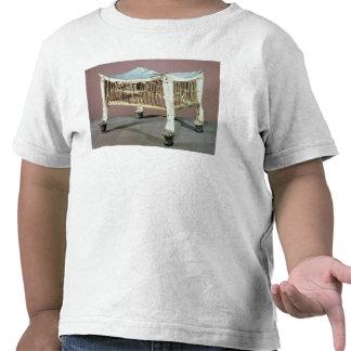 Footstool usado pelo criança-rei no início camisetas