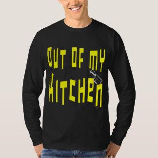 Fora de meu provérbio engraçado da cozinha camiseta