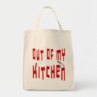 Fora de minha sacola engraçada do slogan do cozinh bolsas