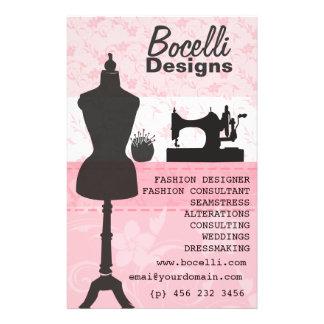 Forma cor-de-rosa da costureira panfletos coloridos